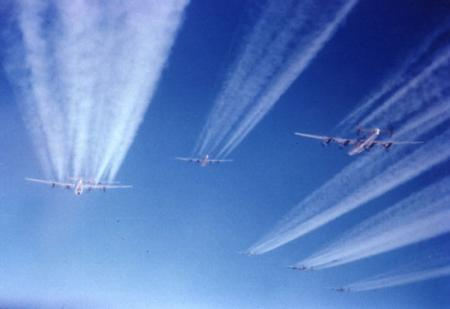 459 BG  759 BS 6 plane Vapor Trails 1944