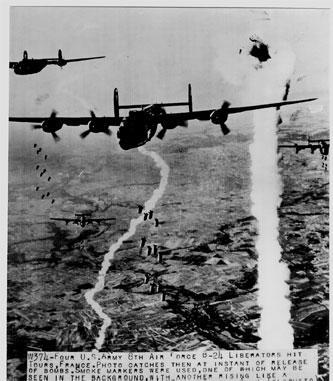 8th Af B-24s bombing Tours,France 1944